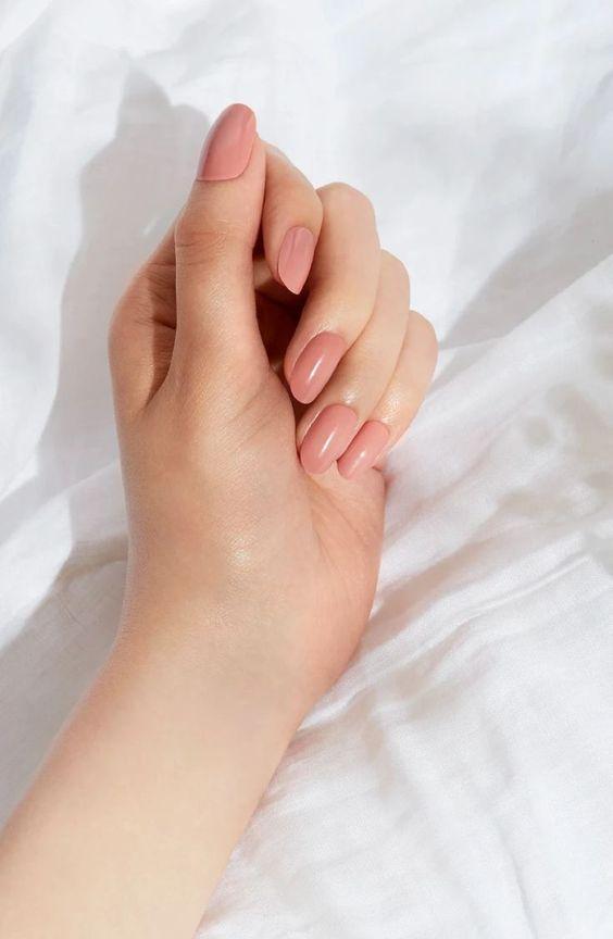 指緣油確保指甲更堅韌不斷裂,也能讓指尖看起來更加細緻光滑。