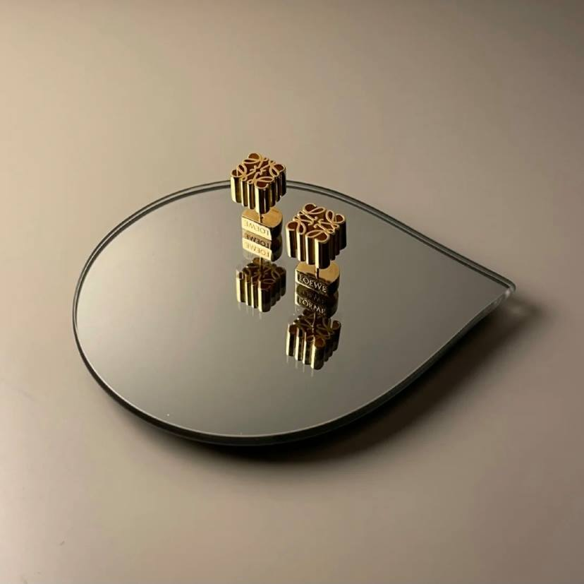 一推出就備受關注的Anagram經典Logo小耳環,最適合小資女作為入門名牌珠寶的選擇