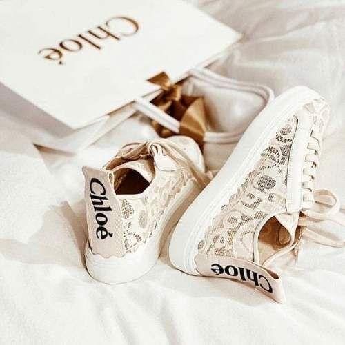 Dior蕾絲小白鞋很氣質