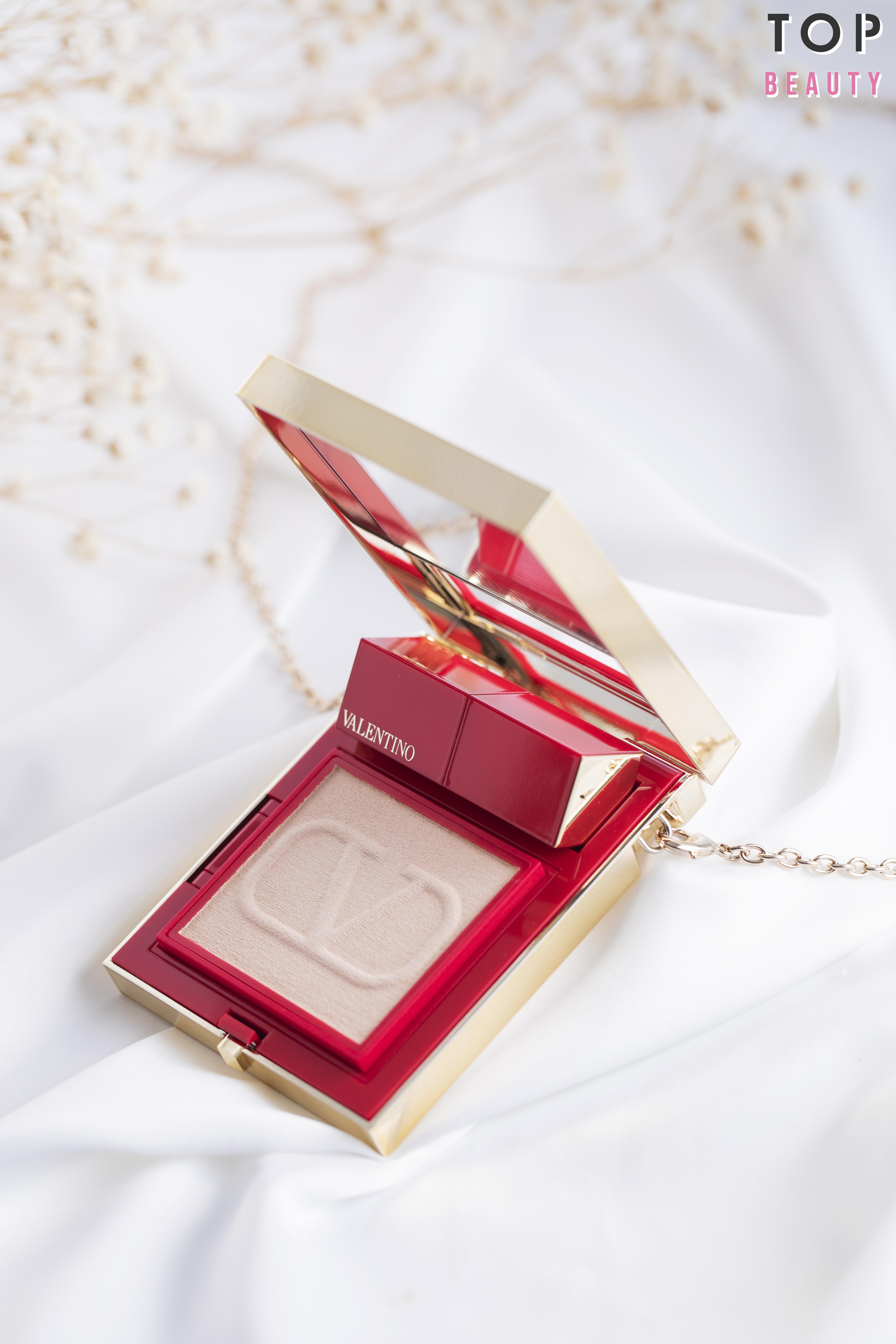 Valentino Beauty Go-Clutch 高訂隨行彩妝鏡盒外型超時尚。