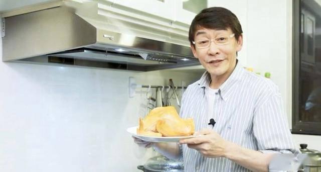 吳啟明轉型做網店賣雞