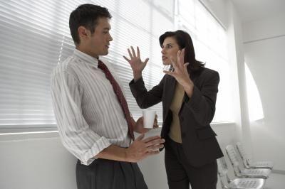 有些人害怕對方強過自己,便會常向對方說公司不是