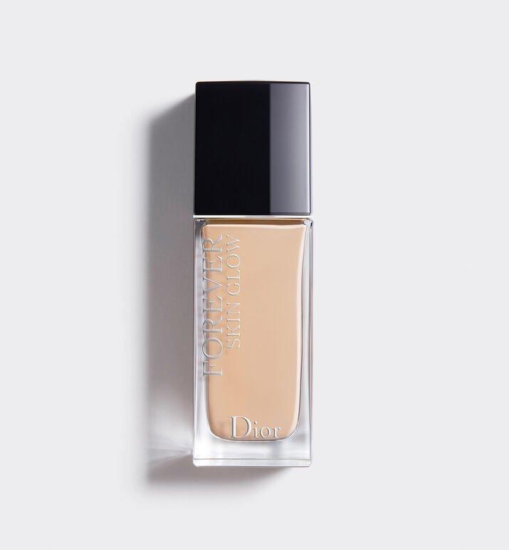Dior 恆久貼肌亮澤粉底液